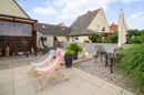 Eine Terrasse kann nie groß genug sein! Das wussten Ihre Vorbesitzer damals schon - was ein Glueck!