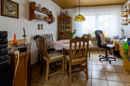 Mit ein paar kreativen Ideen lässt sich aus diesem Raum ein ganz besonderes Wohnambiente zaubern. Wetten?