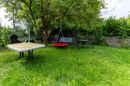 eigener großer Garten mit vielfältigen Optionen zur Gestaltung