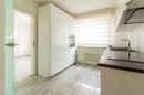 Moderne Glastüren, glänzende Böden, viel Licht: in dieser Küche kann das Essen einfach nur gelingen