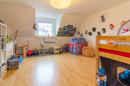 Kinder brauchen Platz! Und das bekommen sie in diesem Zimmer zukünftig garantiert, oder?