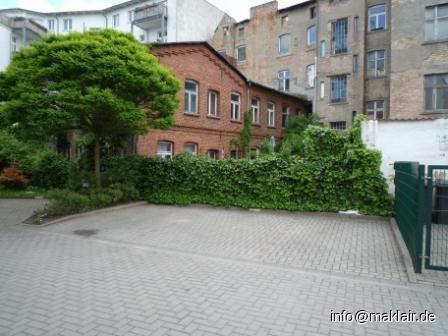 Innenhof mit Parkplatz