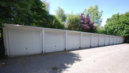 Garagenhof (Seitenstraße)
