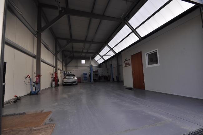 Produktionshalle von Vermietet ***TOP Grundstück mit Halle für KFZ Werkstatt oder Produktionshalle und Büro*** | Maywand Immobilien GmbH