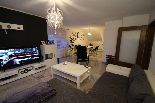VERMIETET Schöne und helle 3-ZKB-Wohnung mit EBK und 2 Balkone im 4-FH in 68799 Reilingen von Maywand Immobilien GmbH