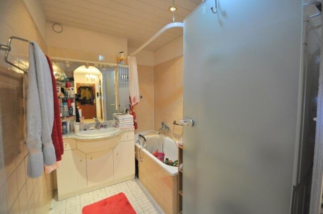 Badezimmer mit Badewanne von VERKAUFT   Maywand Immobilien GmbH