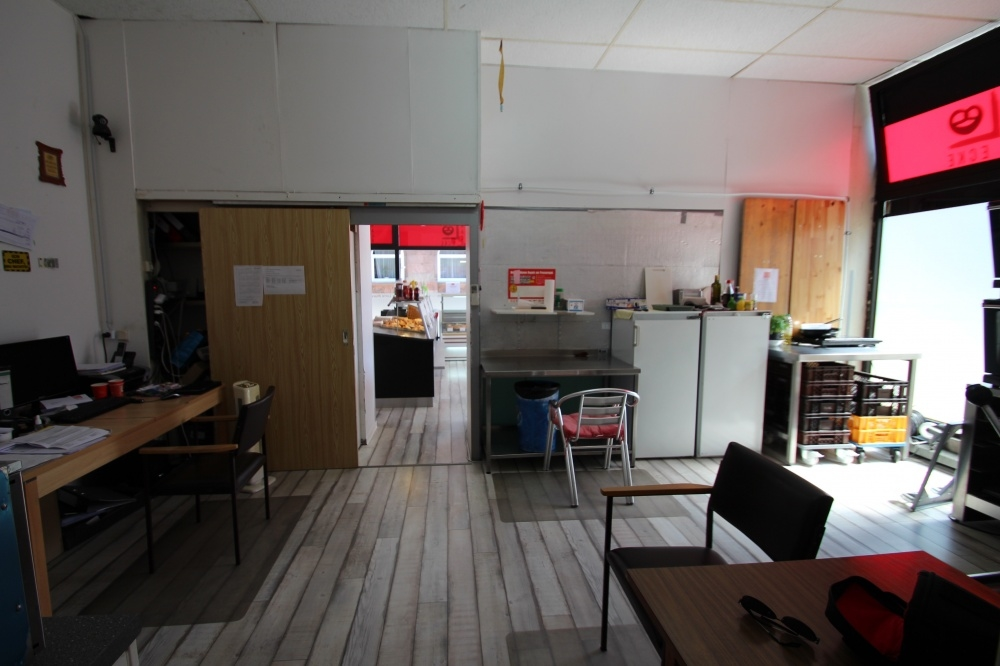 IMG_0440 von VERMIETET TOP Lage für Ihr neues Cafe, Bistro, Bäckerei...   Maywand Immobilien GmbH