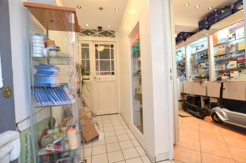 Laden Eingang  von Vermietet | Maywand Immobilien GmbH