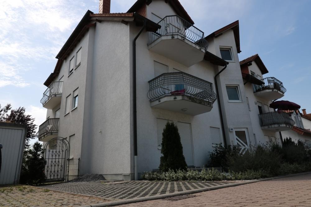 Stellplatz vor dem Haus von VERMIETET | Maywand Immobilien GmbH