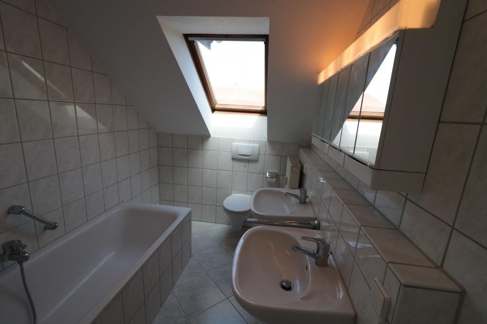 Badezimmer von VERMIETET | Maywand Immobilien GmbH