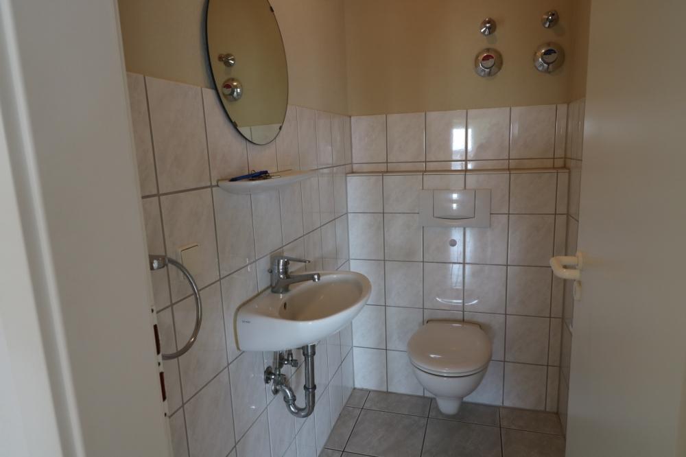 Gäste WC von VERMIETET | Maywand Immobilien GmbH