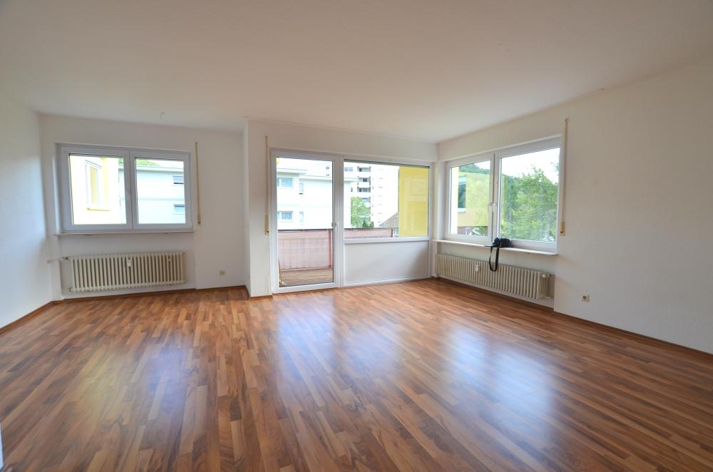 Wohnzimmer - Balkon von VERKAUFT | Maywand Immobilien GmbH