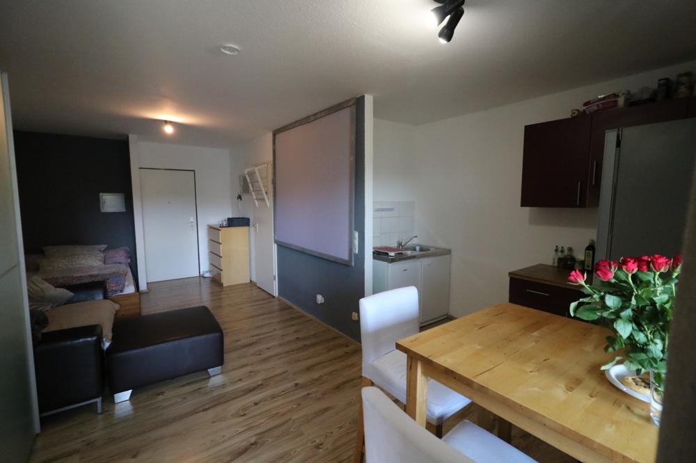 Wohn/Schlafzimmer mit Küchennische von Verkauft ***Top Kapitalanlage***1-ZKB-Wohnung mit EBK und Balkon | Maywand Immobilien GmbH