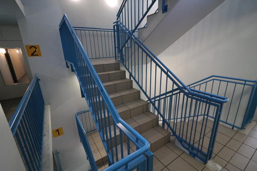 Treppenhaus von Verkauft ***Top Kapitalanlage***1-ZKB-Wohnung mit EBK und Balkon | Maywand Immobilien GmbH