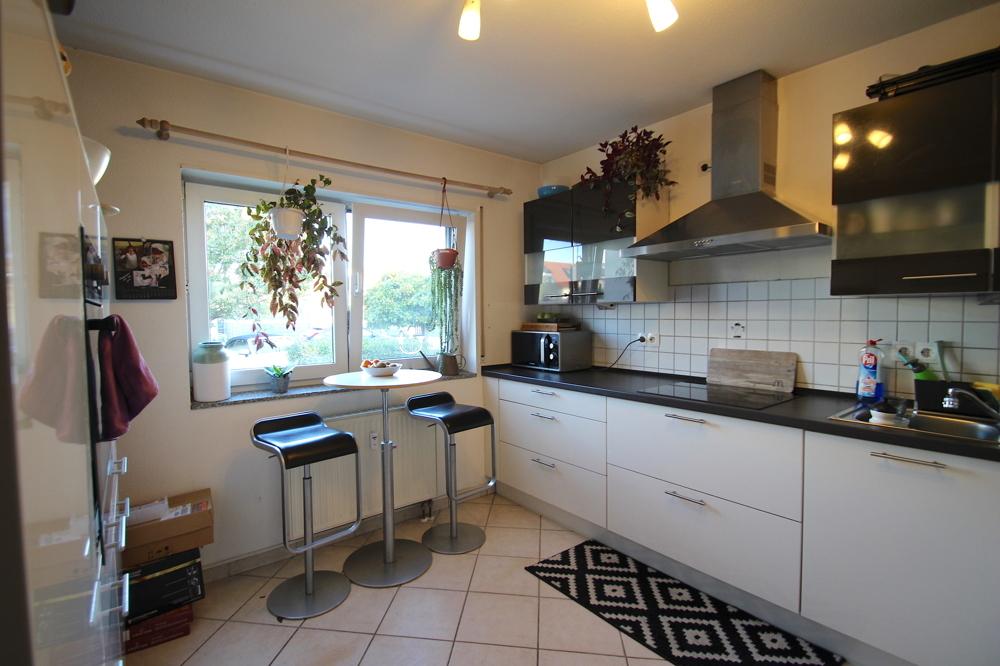 Küche mit EBK von Vermietet 4-ZKB Maisonette-Wohnung mit Terrasse, Garten und Stellplatz   Maywand Immobilien GmbH