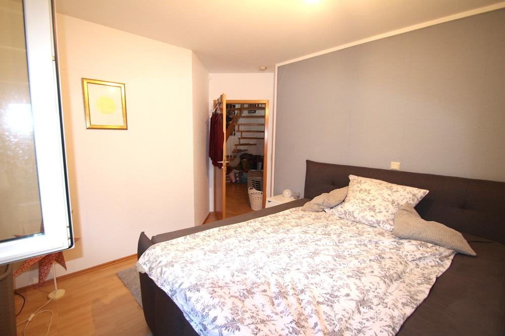 Schlafzimmer von Vermietet 4-ZKB Maisonette-Wohnung mit Terrasse, Garten und Stellplatz   Maywand Immobilien GmbH