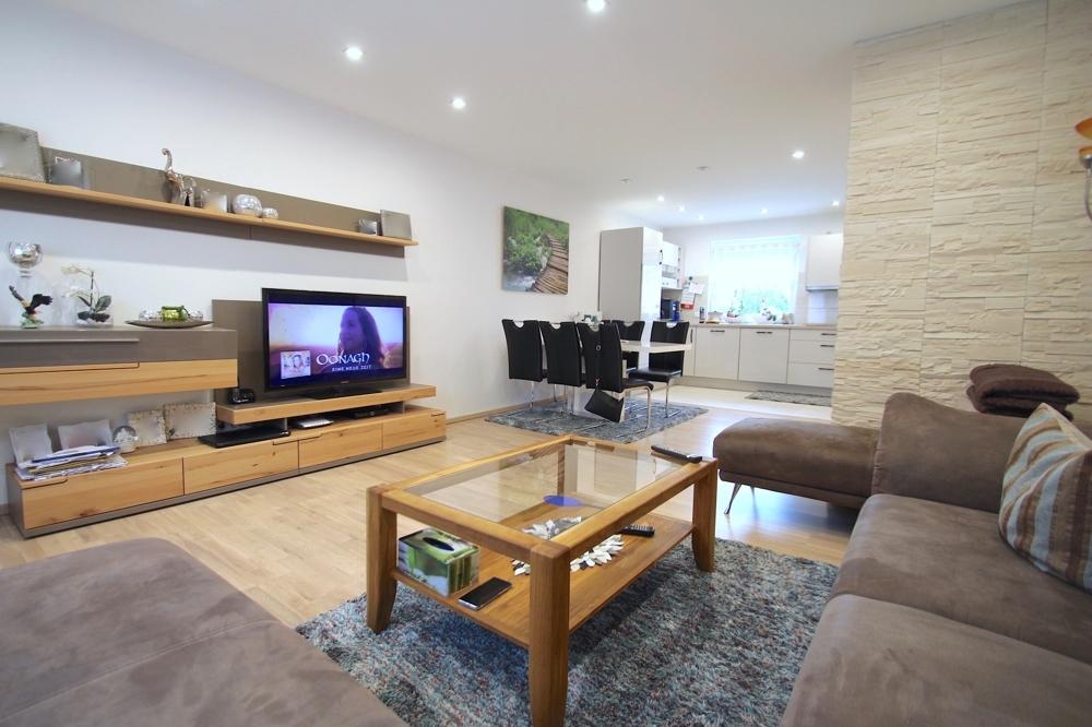 Verkauft ***Modernes 2-Familienhaus mit Garten und Garage in zentraler Lage*** in 68766 Hockenheim von Maywand Immobilien GmbH