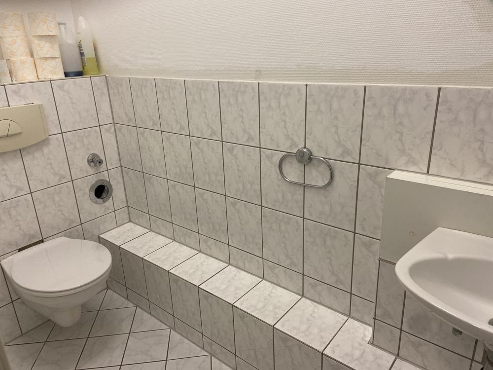 WC von Zwei lukrative Ladenflächen in zentraler Lage Waghäusel-Kirrlachs zu verkaufen | Maywand Immobilien GmbH