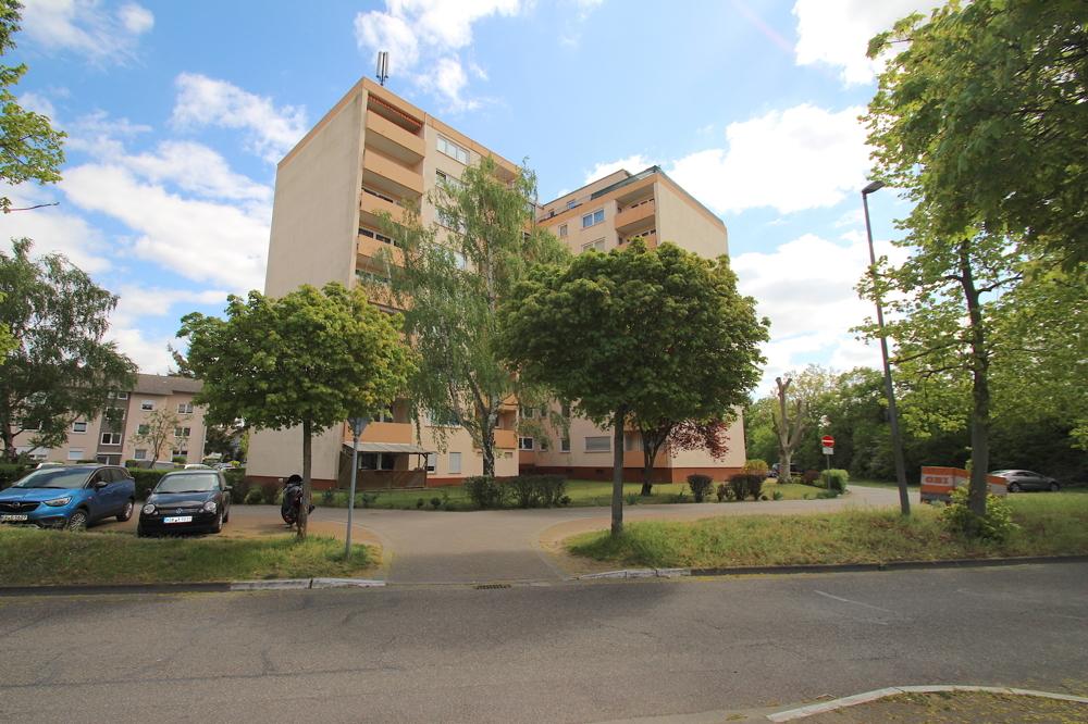 Hausansicht von VERKAUFT Gepflegte 4,5-ZKB Wohnung mit Ausblick über den Dächern von Hockenheim | Maywand Immobilien GmbH