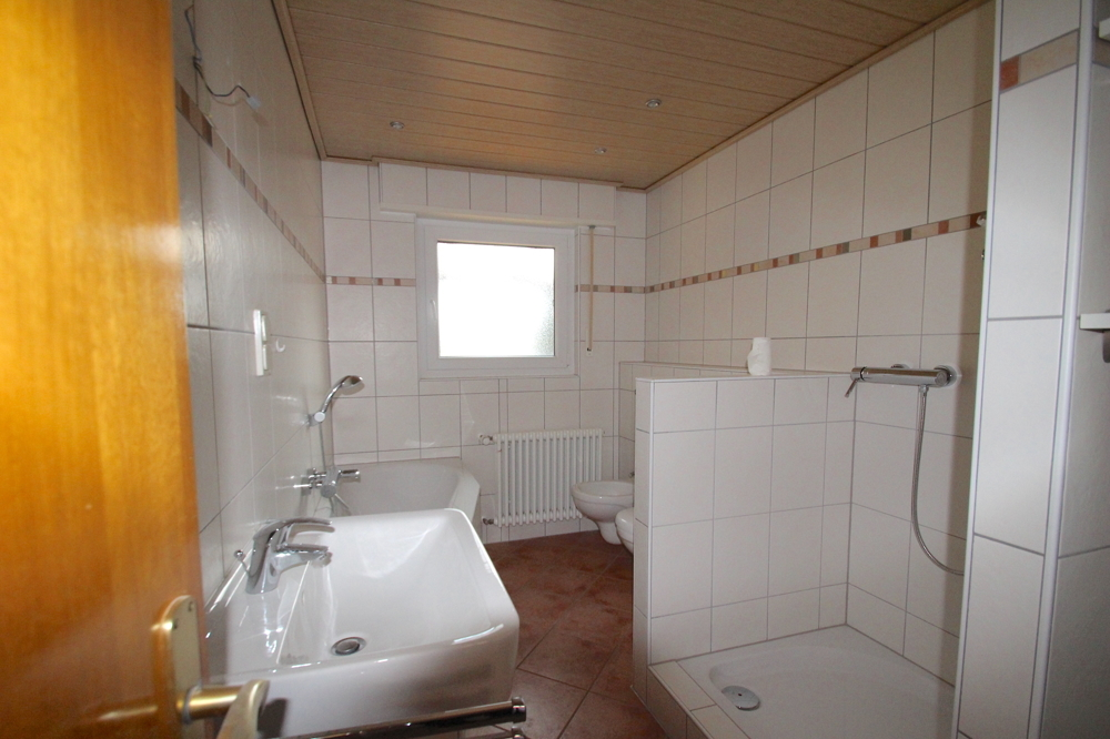 Tageslichtbad von VERMIETET Schöne 4-ZKB OG Wohnung mit Balkon in ruhiger Wohnlage | Maywand Immobilien GmbH