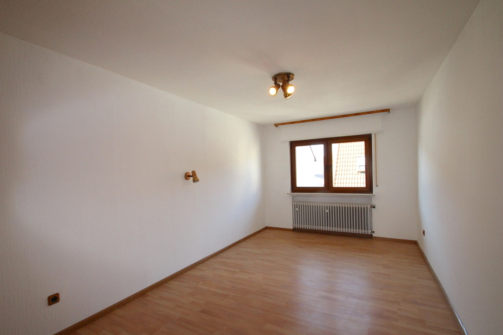 Kinderzimmer von VERMIETET Schöne 4-ZKB OG Wohnung mit Balkon in ruhiger Wohnlage | Maywand Immobilien GmbH