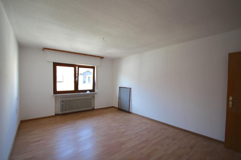 Schlafzimmer von VERMIETET Schöne 4-ZKB OG Wohnung mit Balkon in ruhiger Wohnlage | Maywand Immobilien GmbH