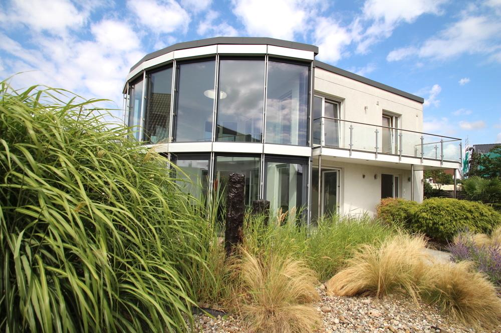 Traumhaftes Architektenhaus mit Einliegerwohnung in 68782 Brühl von Maywand Immobilien GmbH