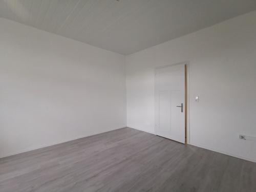 Wohnzimmer Blick zur Tür