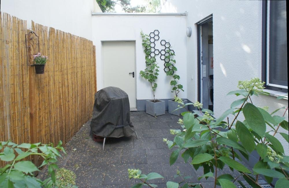 Lichthof - Zugang zu Garage und Küche