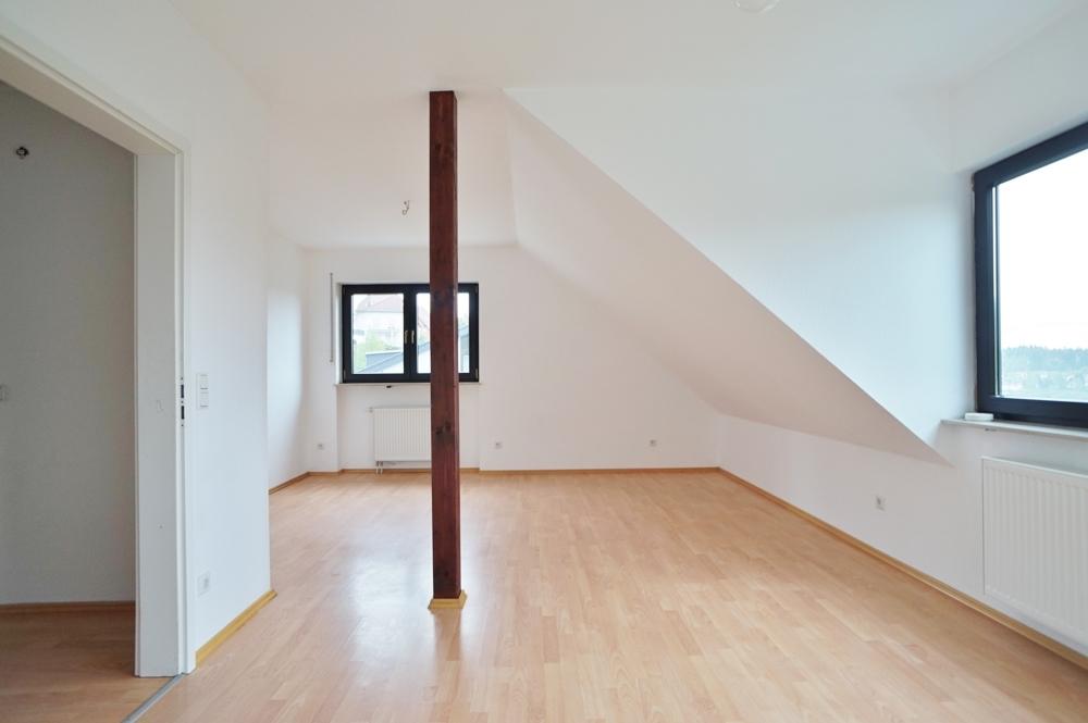Geräumiges Zimmer im Dachgeschoss