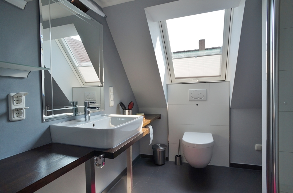 Modernes Tageslichtbad im Dachgeschoss