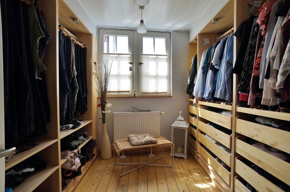 Praktisches Ankleidezimmer
