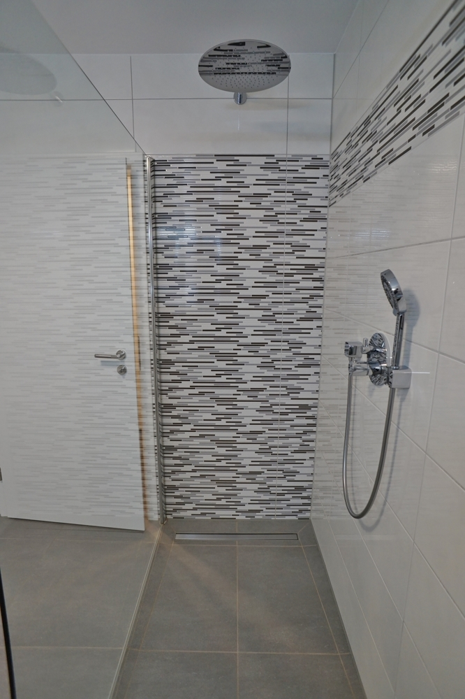 Riesige,bodentiefe Dusche