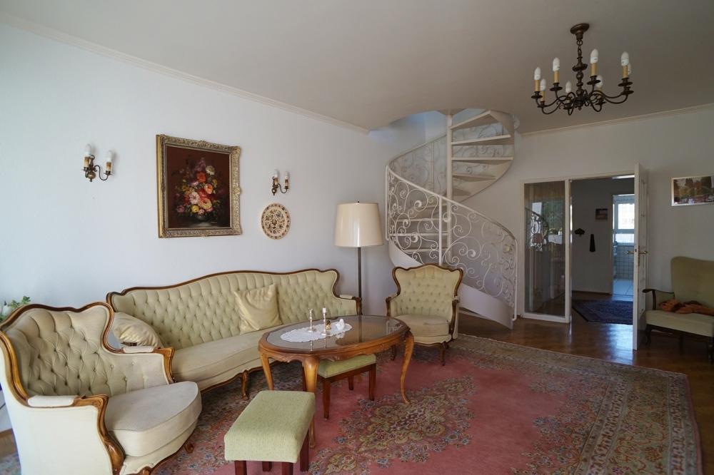 Wohnzimmer mit Blick zur Diele