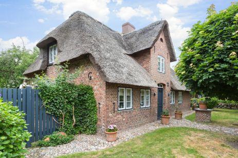 Einmaliges Kapitänshaus mit prächtigem Garten und Garage