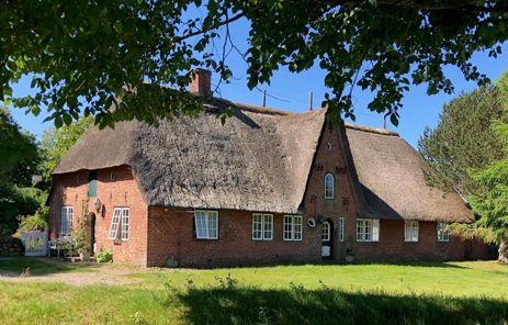 Denkmalgeschütztes Kapitänshaus in wattnaher Lage