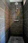 Dusche aus Blausteinplatteneen