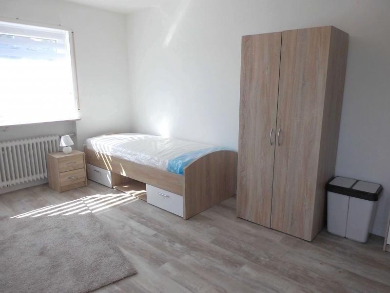 Mit zwei Einzelbetten ausgestattet