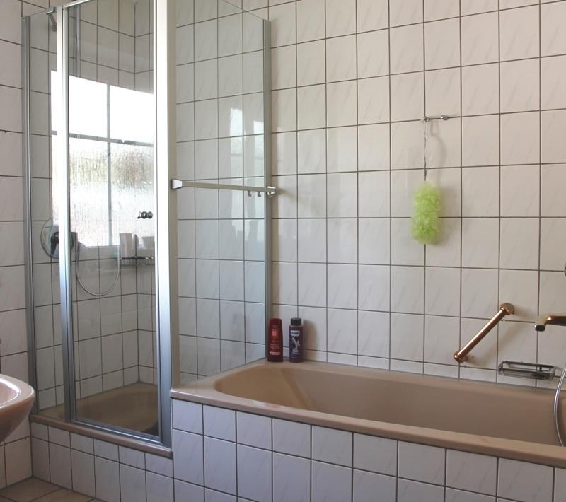 Dusche und Wanne inklusive