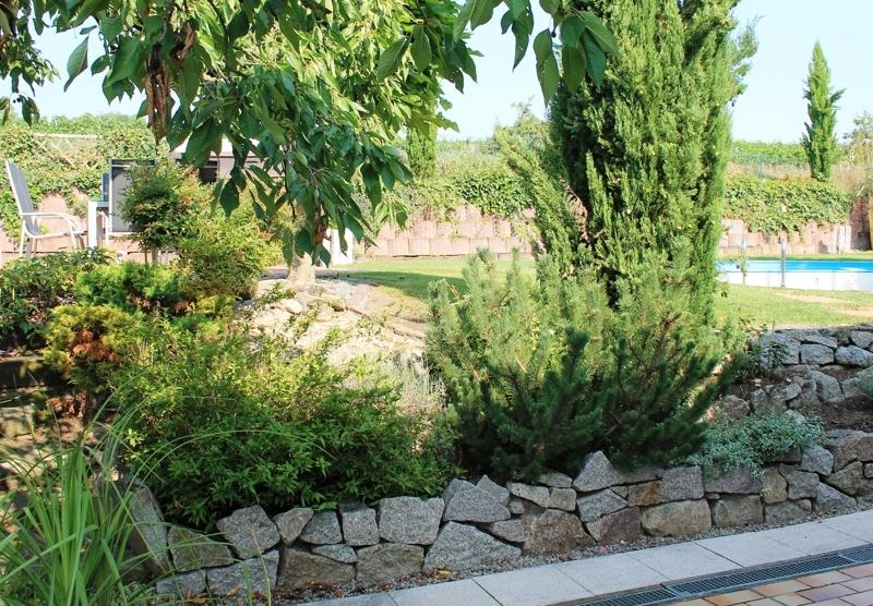 Idyllisch angelegte Gartenanlage