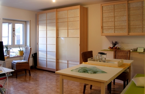 Ess-/Wohnzimmer mit Balkon