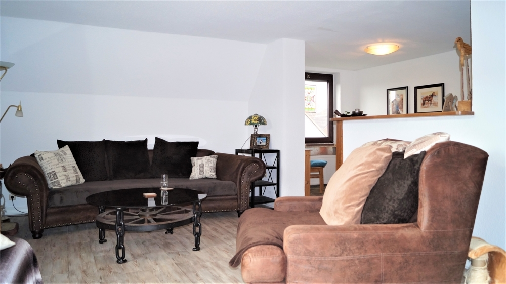 Wohnzimmer in L-Form mit praktischem Tresen (deinstallierbar)