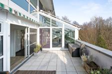 Terrasse und Zugang zum Wintergarten