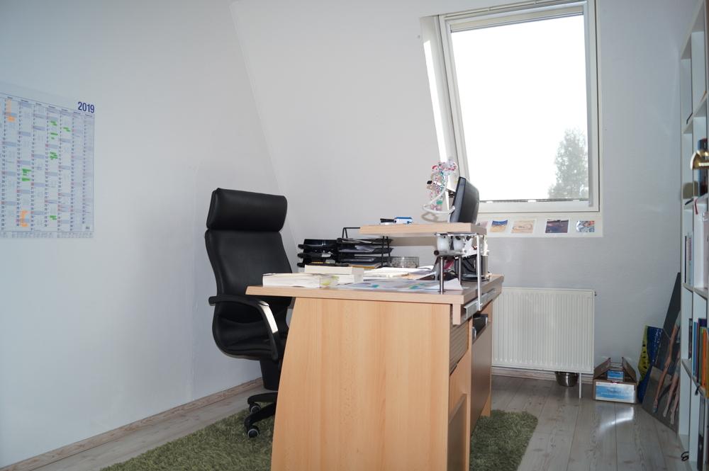praktisches Büro im Dachgeschoss