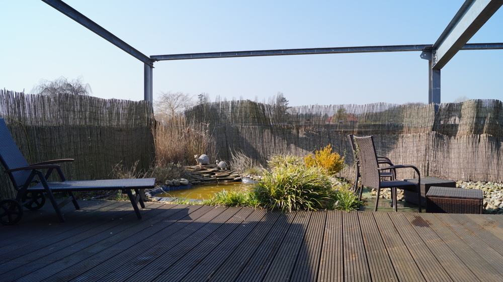 Dachterrasse und Teich zum entspannen