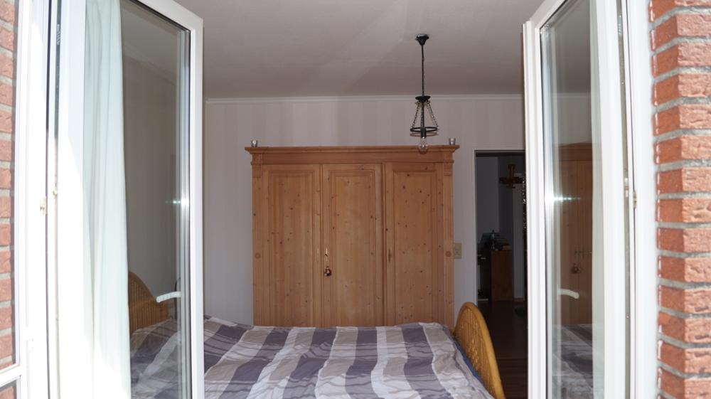 Blick vom Balkon ins Schlafzimmer