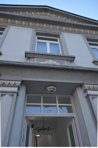 repräsentativ auch die Hausfassade