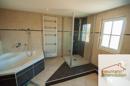 Bad mit Dusche und Badewanne1