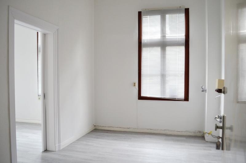 Raum 2 mit Anschlüsse für Küchenzeile