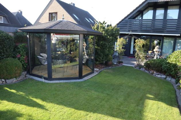 Garten mit Pavillion